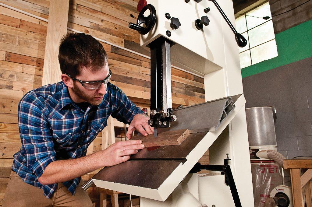 ТОП-10 ленточных пил по дереву для домашних мастерских и предприятий, а так же их характеристики